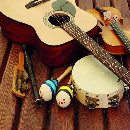 eveil musical enfant guitare violon maracas
