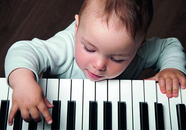 eveil musical bébé piano