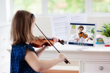 Eveil Musical à Distance VS Eveil Musical Présentiel