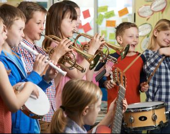 ecole de musique enfant tambourin flute guitare