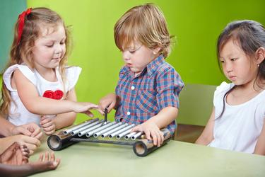 Quel âge pour débuter l'Eveil Musical ?   L'âge idéal pour la Musique