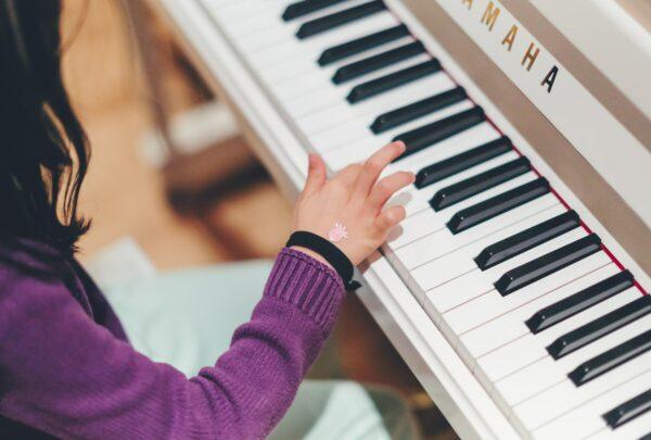Enfant qui joue du piano